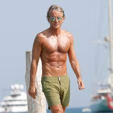 Former Manchester City boss Roberto Mancini shows off his incredible ripped  physique at age of 53 - Mirror Online