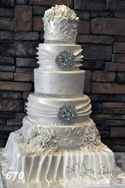 C076 Elegant Wedding Cake With Silver Sequin Design And Roses