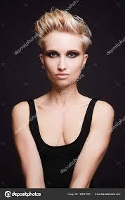 Mooie Sexy Vrouw Met Kort Haar Stockfoto Eugenepartyzan 162031550