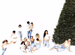 The Final Kardashian Christmas Card Is Finally Here—Without Kylie ...