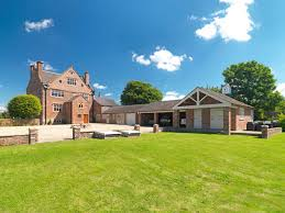 Elizabethan Burton Hall In Burton Cheshire Up For Raffle Wowhaus