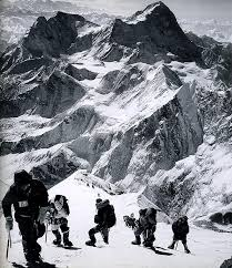 Into Thin Air A Personal Account Of The Mt Everest Disaster Mr