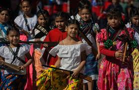 """aderas in the mexican revolution how the women """"adelitas   aderas their toy guns in the mexican revolution day parade in ajijic jalisco"""