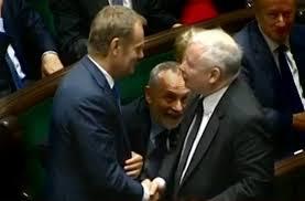 Image result for Kaczyński podał ręke tuskowi