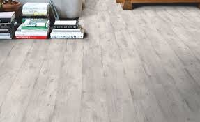 can t decide between an on trend concrete look or timber choose this striking smoky pine effect laminate instead not only does its system make it