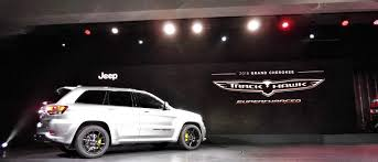 2018 jeep grand cherokee srt8. interesting grand 2018 jeep grand cherokee srt trackhawk suv hits 180mph on stage in new york for jeep grand cherokee srt8