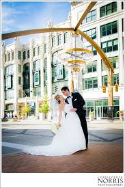 cleveland wedding photograpy bride and groom playhouse square chandelier