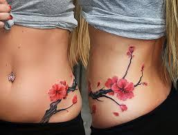 закрыть шрам на ноге татуировкой нанесение тату на шрамы
