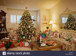 30 Modern Christmas Decor Ideas For Delightful Winter Holidays Christmas Tree In Window