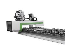 Many cnc users are interested in cutting aluminum in order to make plates or other projects. Cnc Gesteuertes Bearbeitungszentrum Rover C Holzverarbeitung Biesse Deutschland