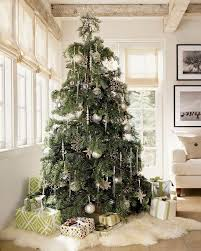 Decorating Christmas Tree With Balls 100 Christmas Tree Ideas For An Unforgettable Holiday Christmas 15