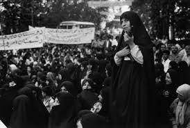 نتیجه تصویری برای عکسی از حضور زنان در راهپیمایی های اول انقلاب