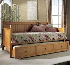 Image of: Wooden Daybeds With Trundle