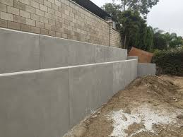 new pour in place concrete retaining wall for a backyard in huntington beach ca