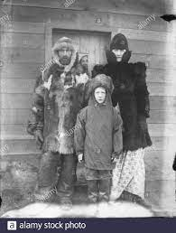 John and Fannie Estes with son Johnny in front of building probably Alaska  probably 1900 (AL+CA 8091 Stock Photo - Alamy