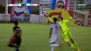 Goleiro do Sport erra tempo de bola, defende com a mão fora da área e é  expulso; veja vídeo | sport