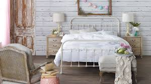 Shelby Bedroom Furniture The Shelby Queen Bed Features A Traditional Design With A Powder