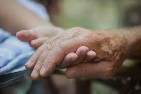 無料写真] 高齢者の手をとる - パブリックドメインQ:著作権フリー画像素材集