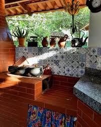 a ecofogão trabalha com churrasqueiras metálicas de parede, que são faceis de instalar, ocupa pouco espaço, são economicas consumindo pouco carvão, e não enfumaçam o ambiente. Area Gourmet Com Fogao A Lenha 57 Ideias Incriveis Para Seu Espaco