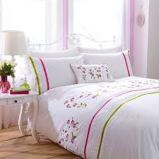 bed set in cerise pink olive green