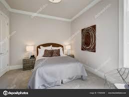 Ordentlich Schlafzimmer Innenraum In Grau Und Braun Tönen
