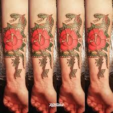 фото татуировки змея роза олд скул в стиле олд скул татуировки на