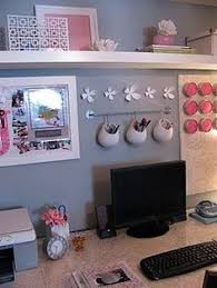 Simple Career Life: Love Your Creative Space: 8 Uplifting Cubicle Ideas.  Love the