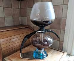 Diy vacuum coffee maker out of light bulbs be careful while working with glass! Vacuum Coffee Makers Make A Clean Smooth Brew