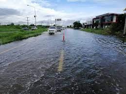 เช้านี้ยังหนัก!! น้ำท่วมถนน