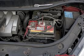scenic ii under bonnet fuse box access pics renault now we can see the clip that would be literally impossible to get to out the cover removed it turns out to be the only clip too