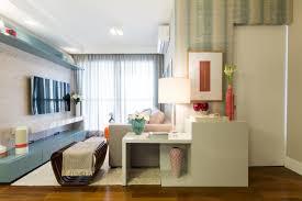 Foi só observar o recorte dentro do quarto que ana yoshida logo resolveu ocupar o espaço com um pequeno escritório. Com 1m Ja Da Para Criar Um Mini Escritorio Veja Como Aproveitar Bem Os Cantinhos Blog Casa De Viver Uol