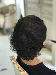波打つ強いくせ毛でチリチリ乾燥してしまう髪を脱縮毛矯正カット