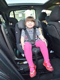 the maxi cosi axissfix plus has a 360 degree swivelling seat catering for newborns to four year olds size and weight dependant of course with the