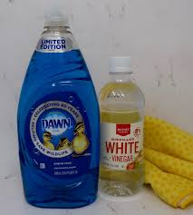 this handy homemade shower and tub cleaner only requires 2 ings all you need is dawn dish soap and white vinegar