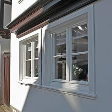 Weiße Holz Sprossenfenster Mit Holzverkleidung Für Denkmalgeschützte