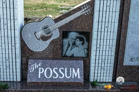 the possum with guitar woodlawn cemetery nashville tn