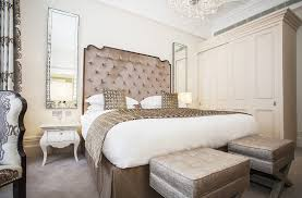 Taupe Bedroom 1 Bedroom Serviced Apartment In Sloane Gardens Sw1w