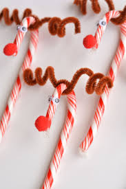 Christmas Decorations Using Candy Canes to Make Candy Cane Reindeer 41