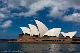 Сиднейский оперный театр Это интересно  Здание театра состоит из нескольких залов главные из которых Концертный зал и Театр Оперы Эти два зала накрыты гигантскими скорлупками или парусами