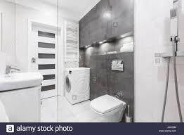 Modernes Weißes Badezimmer Mit Dusche Waschbecken Wc