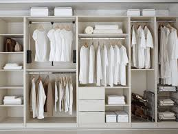 use fitted wardrobe to fill the rest of your bedroom