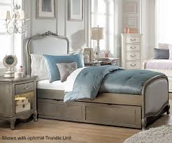 full size upholstered bed. Retail Price $749.99 Full Size Upholstered Bed D