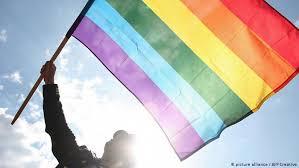 El matrimonio entre personas del mismo sexo se ha convertido en los últimos años en una de las mayores luchas de los colectivos lgtbi en chile, donde los homosexuales solo pueden unirse desde 2015 bajo la figura legal de hoy, sin duda, el matrimonio igualitario está en la puerta del horno. Chile Protesta Masiva A Favor Del Matrimonio Homosexual Chile En Dw Dw 25 11 2017