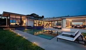 Come Take a Tour Through Vera Wang's Glassy New Estate