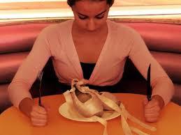 Resultado de imagem para bailarina de ballet anorexica