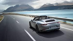 Certo però che in porsche sembrano impegnarsi espressamente per renderci ancor più difficile il lavoro. 2019 Porsche 911 Carrera 4 Gts Cabriolet On The South Shore Of Montreal Porsche Rive Sud