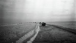 Дорога жизни через Ладожское озеро в ходе Великой Отечественной  Архив Ладожское озеро Дорога жизни Архив