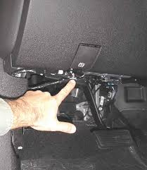 trying wire break control on 2007 gmc 2500hd duramax which graphic locate the trailer brake