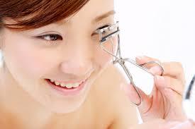 how to use an eyelash curler. use eye lash curler how to an eyelash