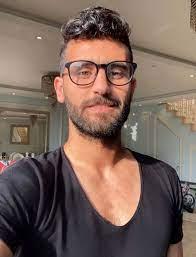 """قصة صور .. باسم مرسى يغزو الإطلالات الحديثة في """"قصّات الشعر"""" - اليوم السابع"""